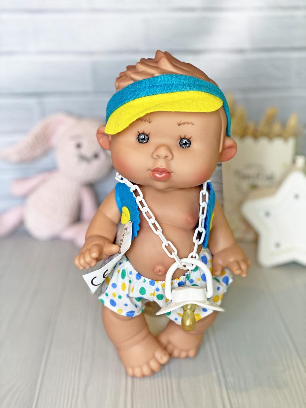 Ванильный пупс Marina&Pau мальчик в кепке