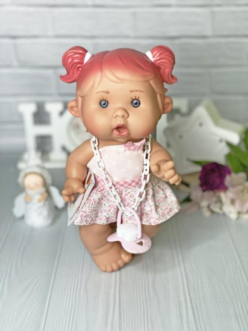 Ванильный пупс Nines d'Onil девочка с розовыми пушистыми хвостиками