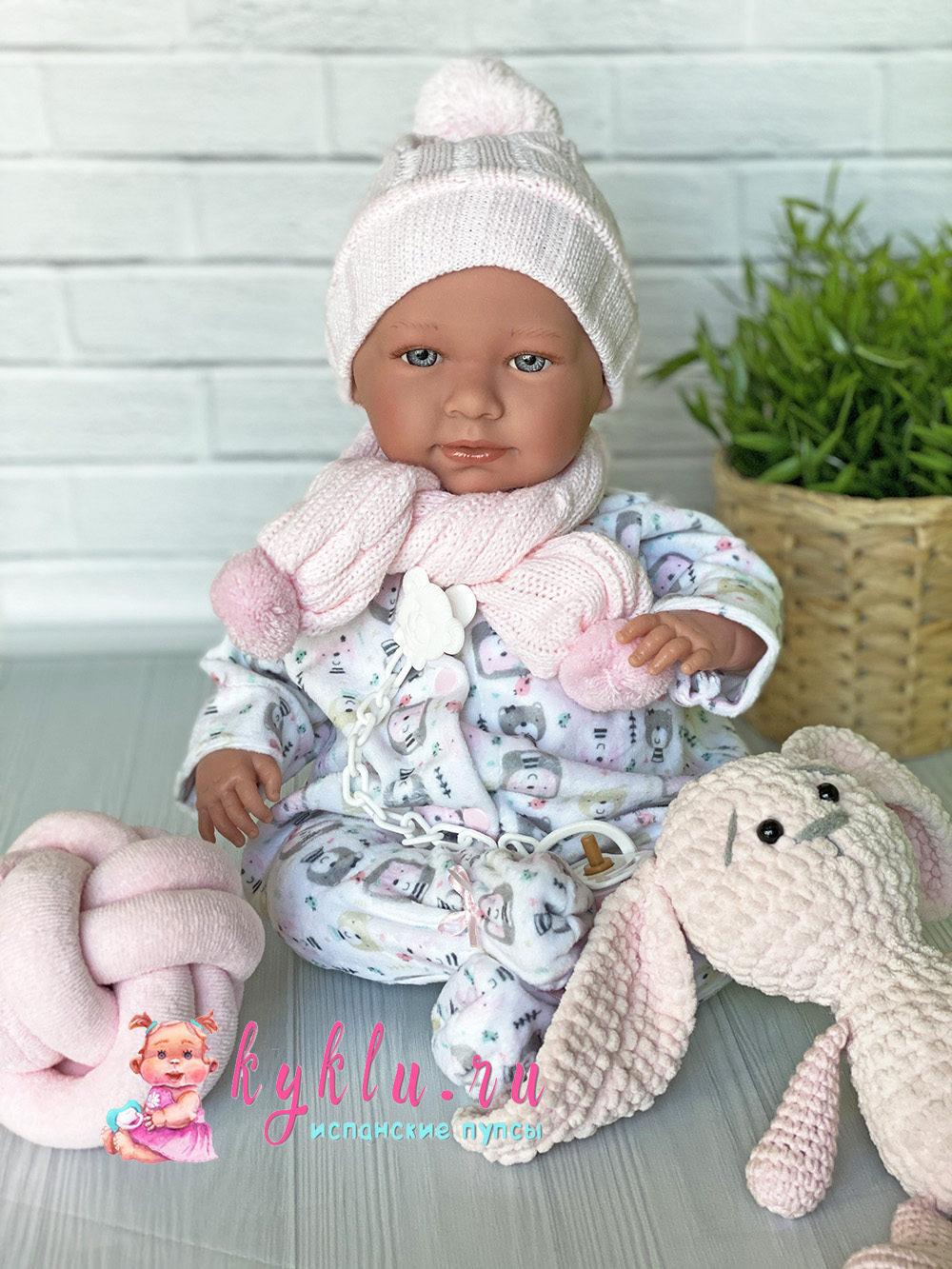 Девочка-младенец в комбинезоне