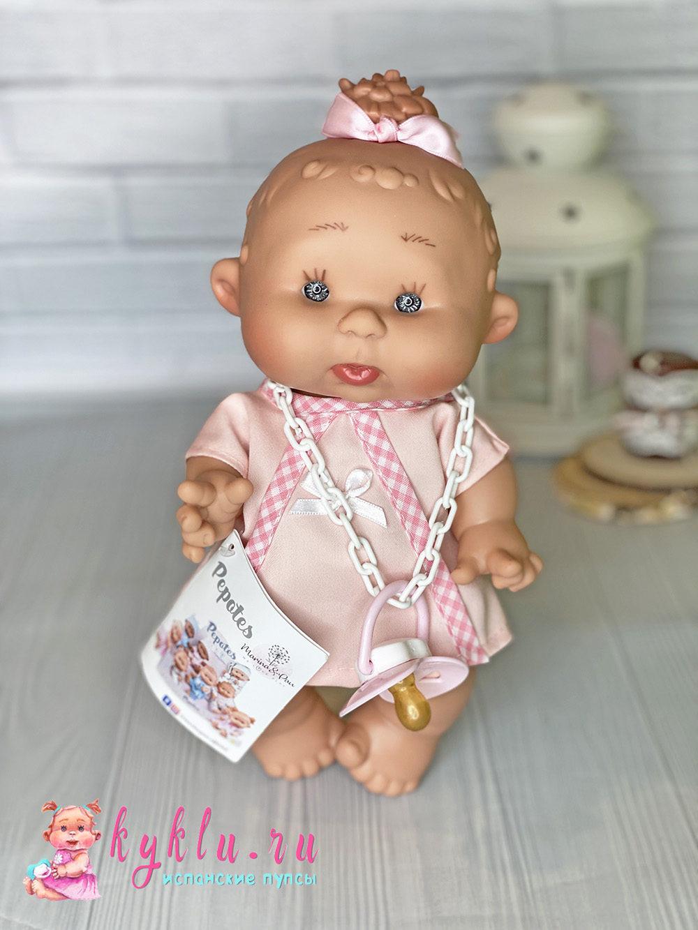 девочка обижуля в розовом платье