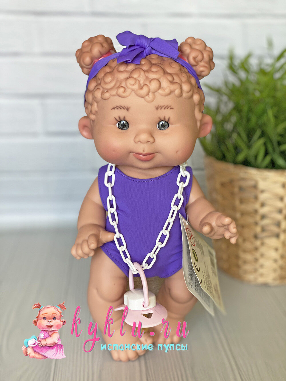 Пупс с кудряшками в фиолетовом купальнике